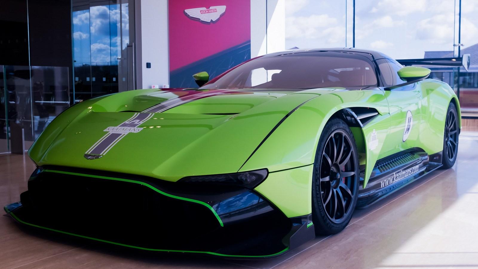 Sieu Xe đua Aston Martin Vulcan Mau Xanh độc đao Co Gia 3 6 Triệu Usd We Love Car