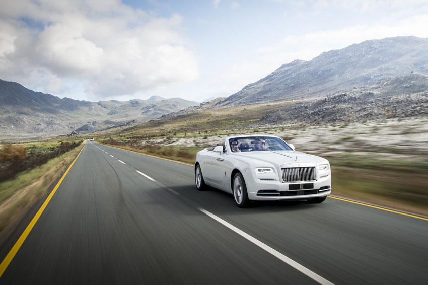 """Rolls-Royce và Nhà thiết kế Vatanika ra mắt buổi trình diễn """"Effortless Luxury"""""""