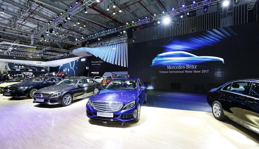 25 xe E-Class và S-Class được Mercedes-Benz bàn giao cho khách hàng