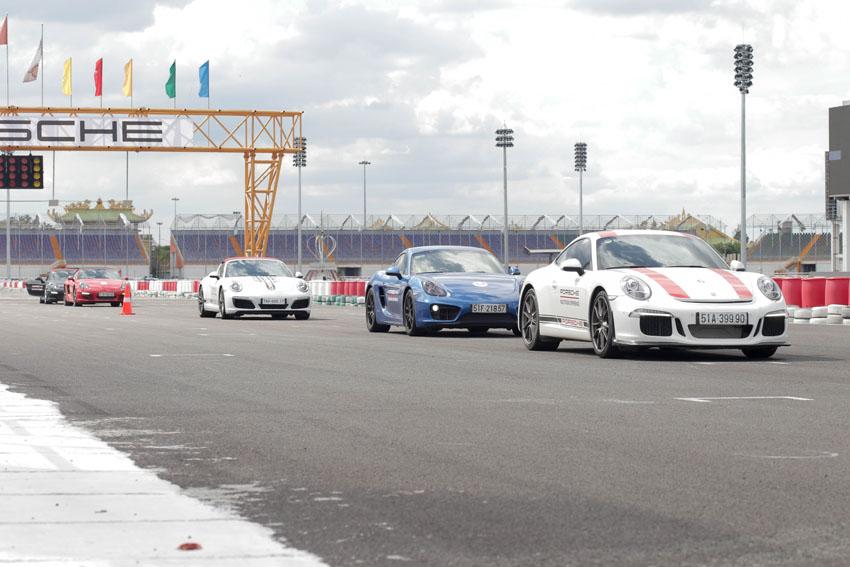 Siêu phẩm Porsche Cayman GT4 Clubsport lăn bánh trên đường đua tại Việt Nam