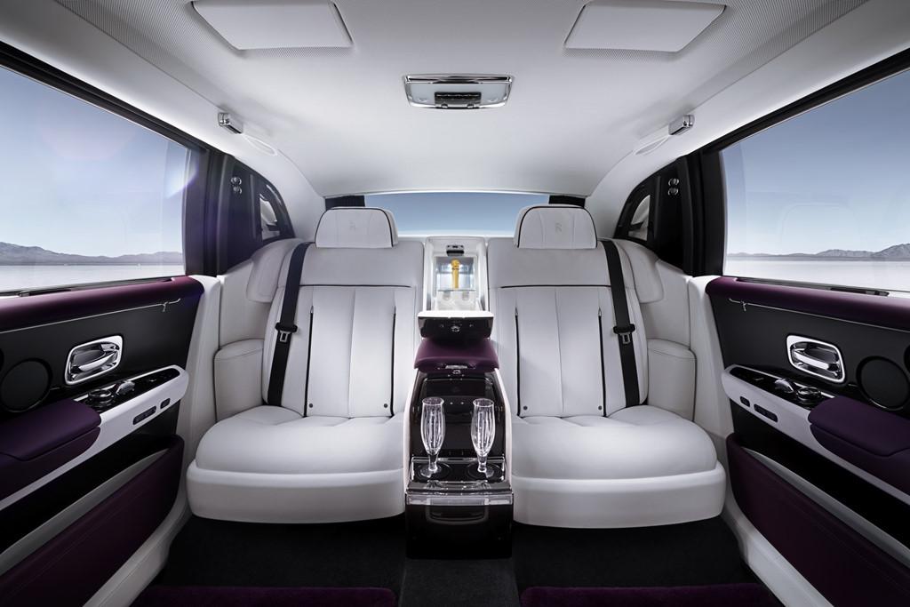 Chiec Rolls-Royce Phantom 2018 dau tien se duoc ban dau gia