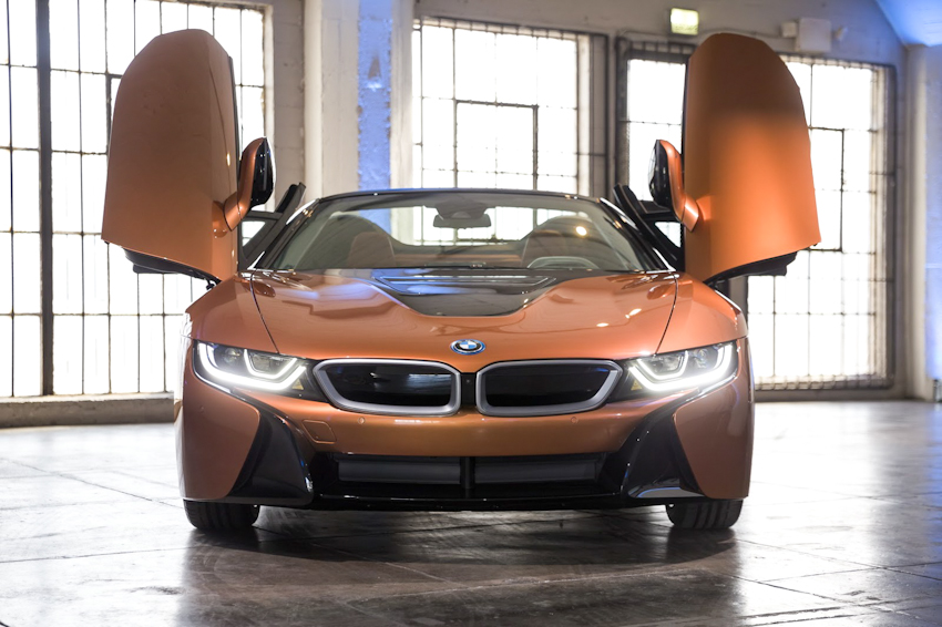 WLC-BMW-i8-Roadster-va-BMW-i8-Coupe-2018-Tin-011217-2