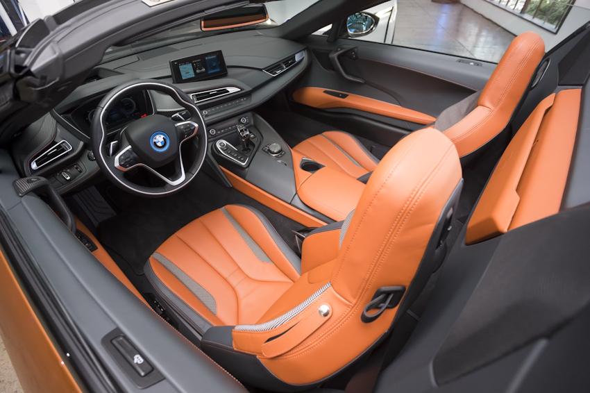 WLC-BMW-i8-Roadster-va-BMW-i8-Coupe-2018-Tin-011217-7