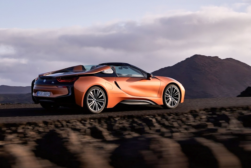 WLC-BMW-i8-Roadster-va-BMW-i8-Coupe-2018-Tin-011217-16