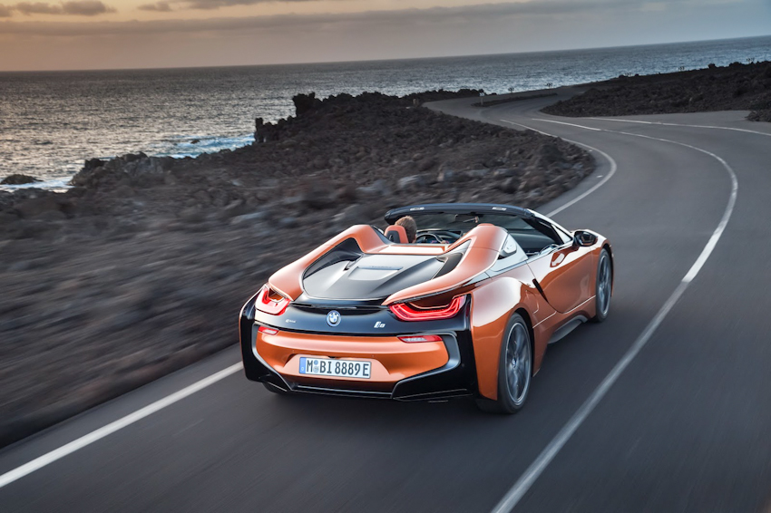 WLC-BMW-i8-Roadster-va-BMW-i8-Coupe-2018-Tin-011217-15
