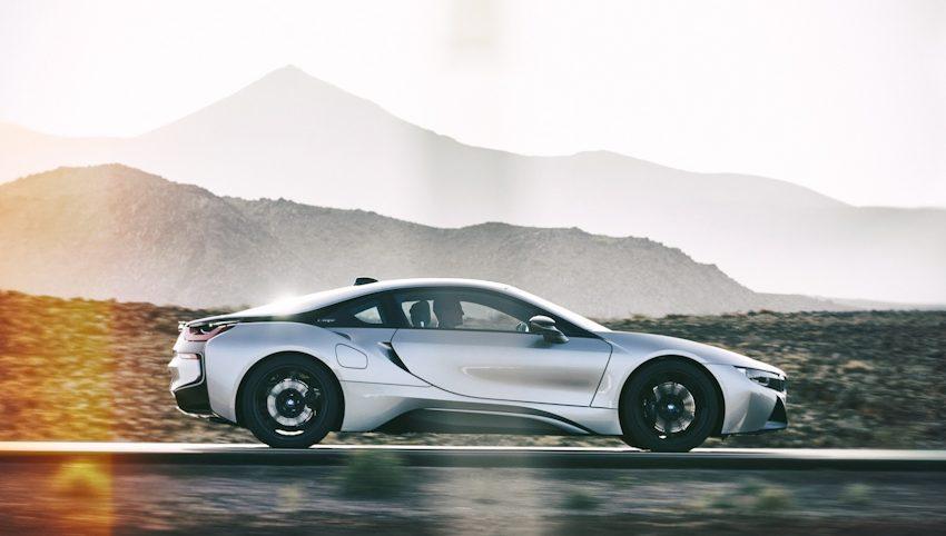 WLC-BMW-i8-Roadster-va-BMW-i8-Coupe-2018-Tin-011217-18
