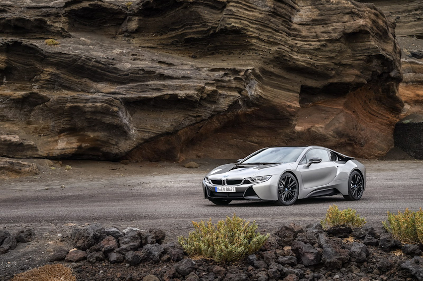 WLC-BMW-i8-Roadster-va-BMW-i8-Coupe-2018-Tin-011217-17
