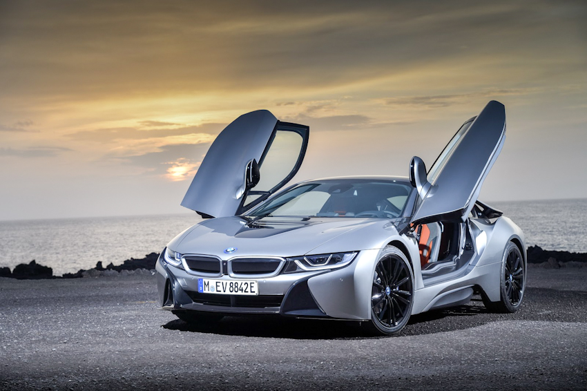 WLC-BMW-i8-Roadster-va-BMW-i8-Coupe-2018-Tin-011217-4