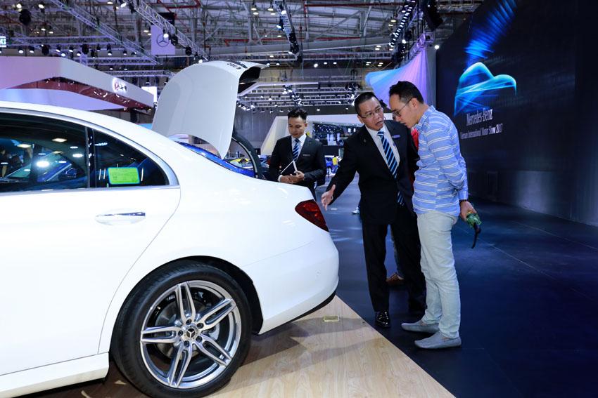 Mercedes-Benz đưa ra nhiều ưu đãi cho khách hàng mua xe đón Tết