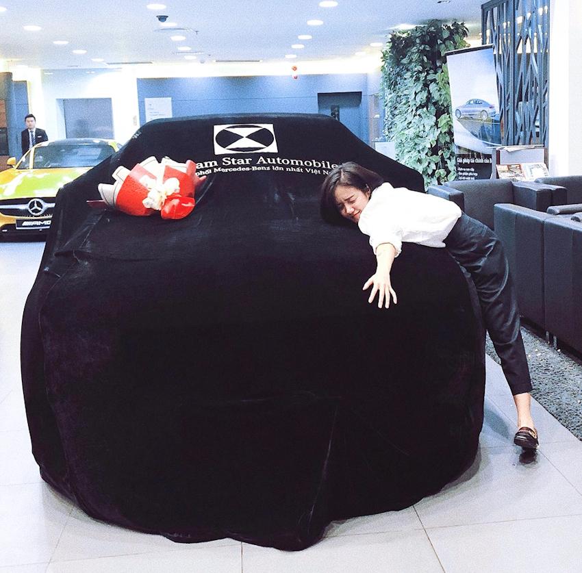 Ca sĩ Phương Ly tậu Mercedes-Benz C300 AMG gần 2 tỉ đồng