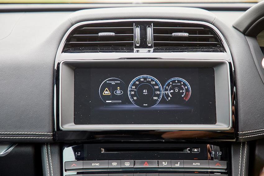 Jaguar Land Rover thử nghiệm xe kết nối thông minh không dây