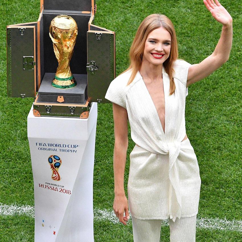 Phát sốt với bóng hồng xinh đẹp Natalia Vodianova tại lễ khai mạc World Cup