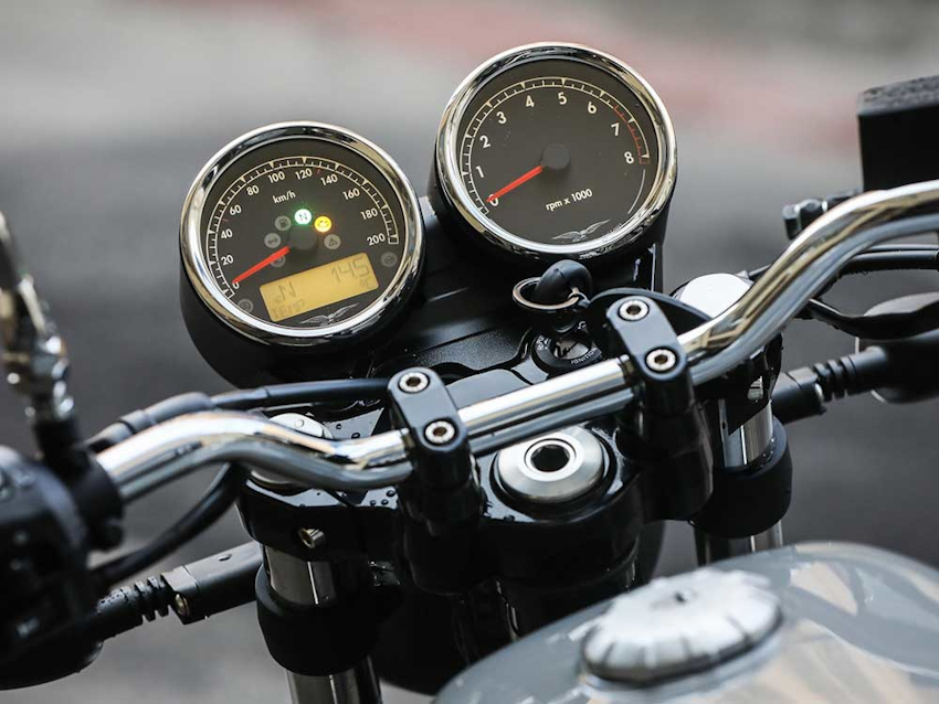 Xe hoài cổ Moto Guzzi V7 bản đặc biệt sản xuất giới hạn 500 chiếc, giá 272 triệu