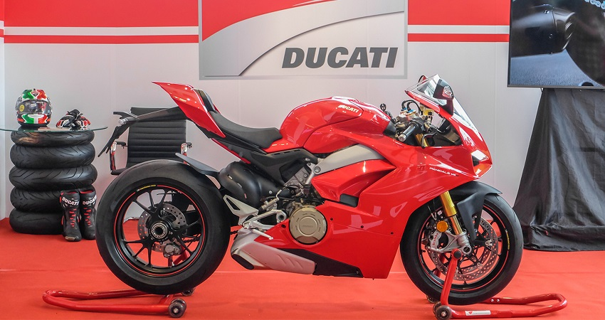 Ducati Panigale V4 ra mắt tại Việt Nam có giá từ 745,9 triệu đồng