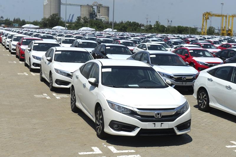 Lượng xe nhập về trong tuần tăng kỷ lục với hơn 1,4 nghìn chiếc