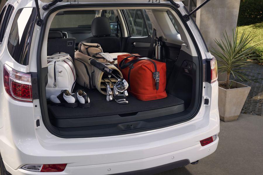 Chevrolet Trailblazer rộng rãi để chở đồ.