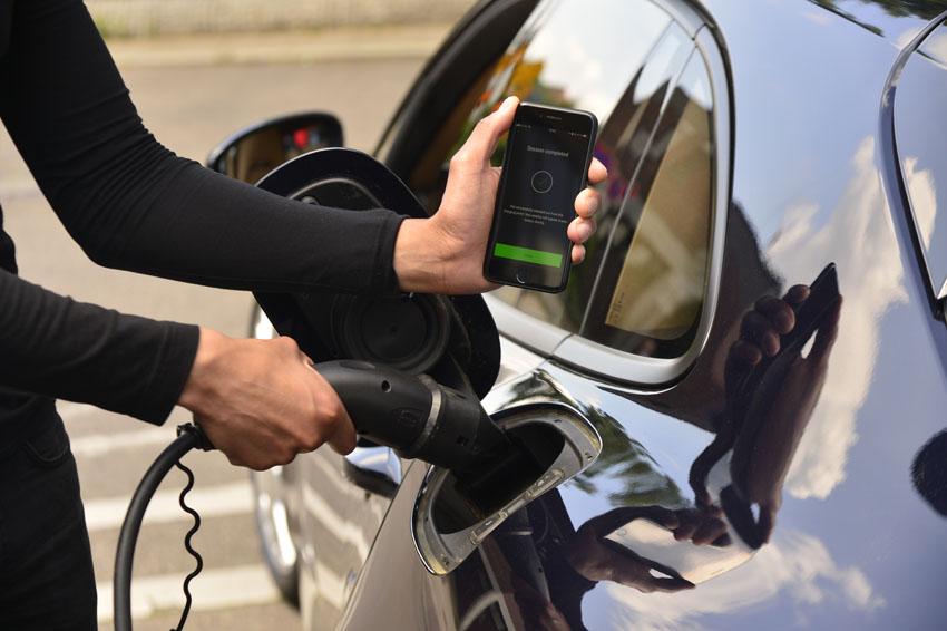 Porsche giới thiệu dịch vụ sạc điện kỹ thuật số cho dòng xe điện
