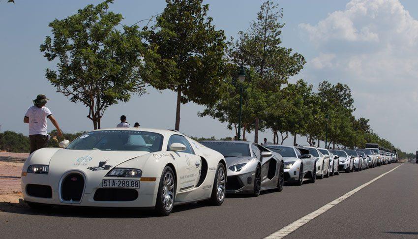 Siêu phẩm Bugatti Veyron cùng dàn siêu xe tham gia hoạt động cộng đồng