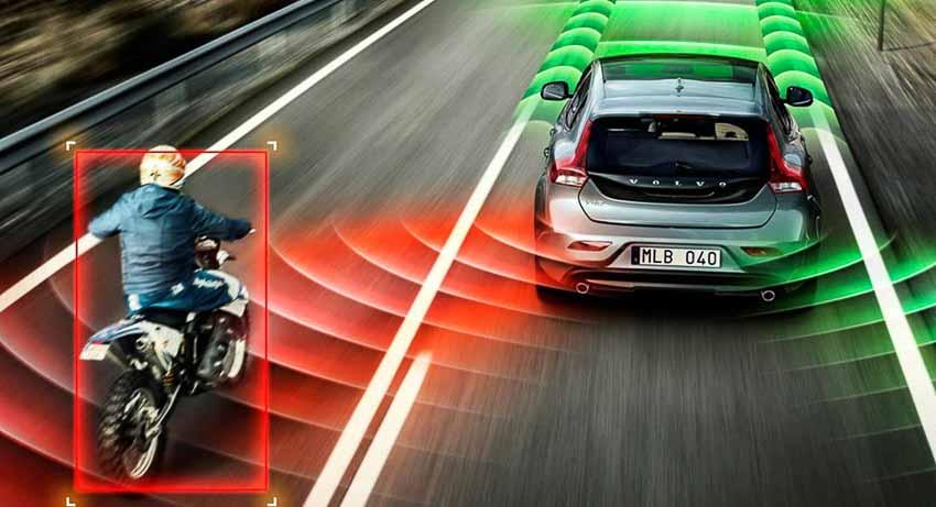 IIHS cảnh báo: Không ỷ lại công nghệ trợ giúp lái xe 1