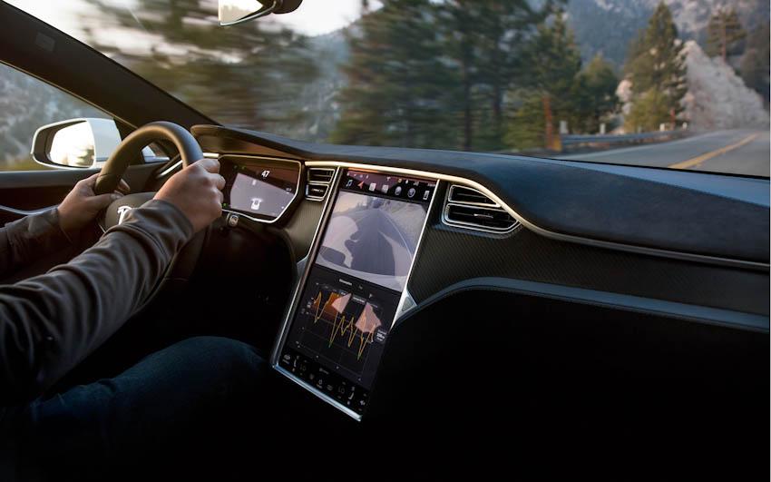 Tesla cài game vào xe hơi, chơi trực tiếp trên màn hình điều khiển