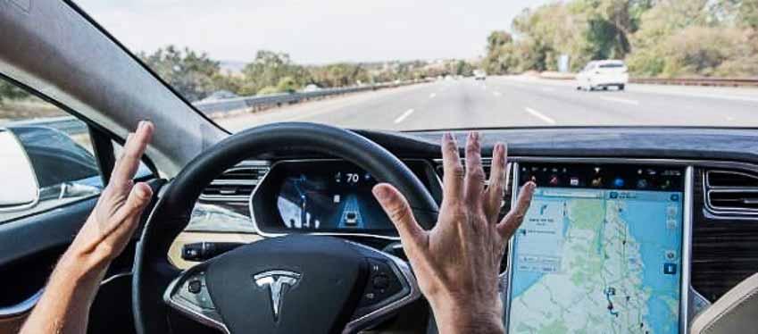 Hệ thống bán tự động Autopilot Tesla Model 3 đánh lái tránh tai nạn