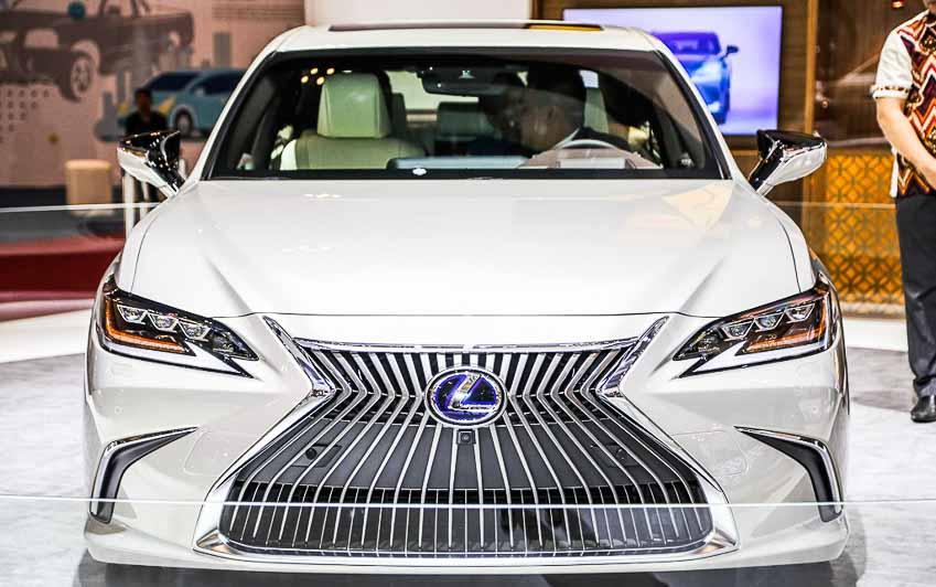 Sedan hạng sang cỡ trung Lexus ES 2019 đầu tiên về đến Đông Nam Á