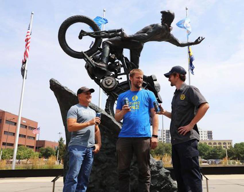 Kỉ niệm 115 năm, Harley-Davidson sản xuất bia dành cho biker