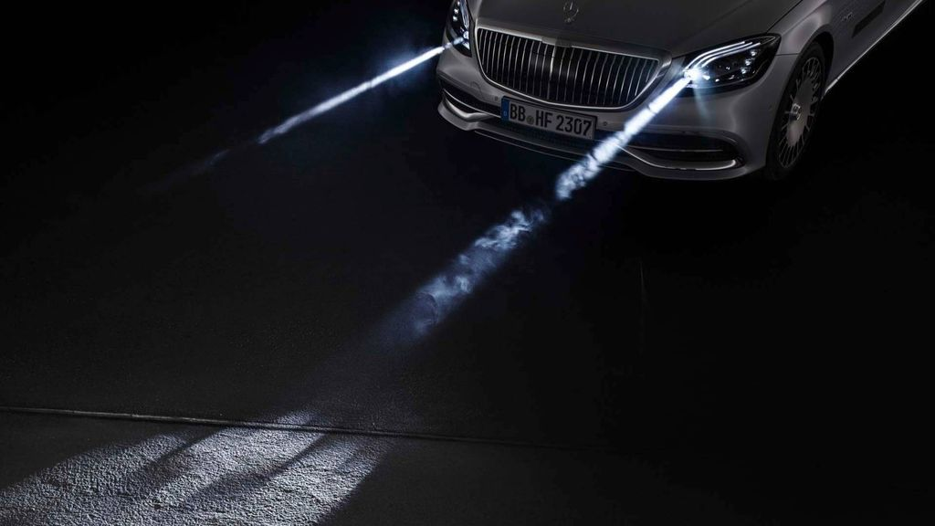 Công nghệ đèn pha Digital Light Mercedes-Benz: lên tiếng trước từng chuyển động