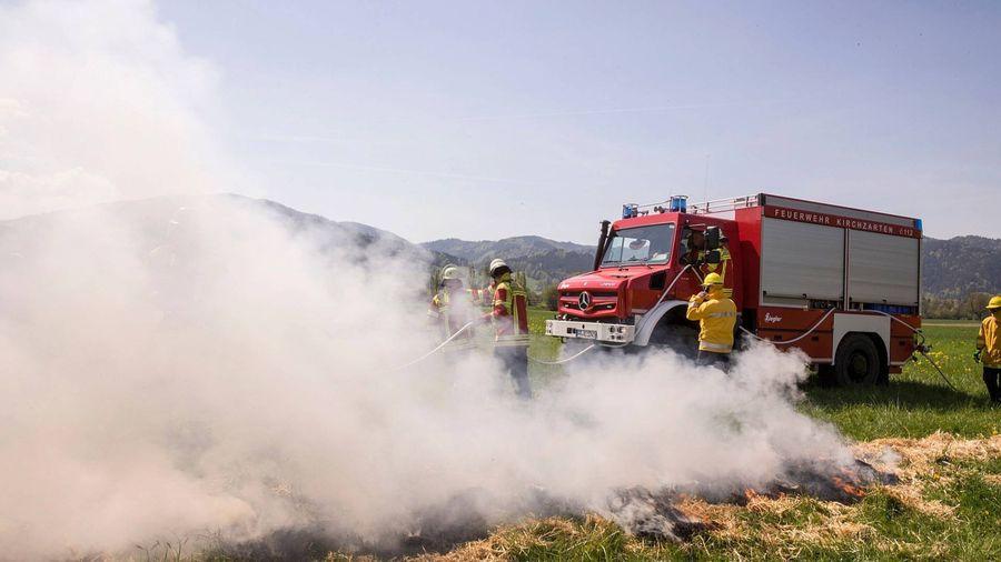 """Cận cảnh xe cứu hỏa """"cơ bắp"""" nhất thế giới Mercedes-Benz Unimog"""