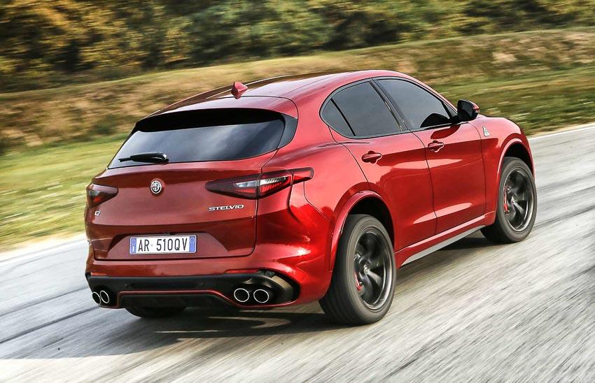 Alfa-Romeo-Stelvio-Quadrifoglio-thang-giai-SUV-of-the-Year-2018