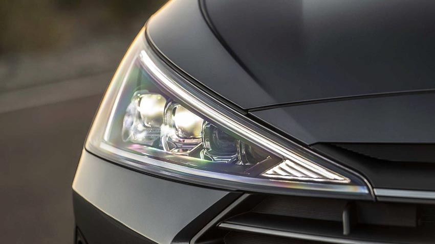 Hyundai-Elantra-2019-chot-gia-tu-17100-USD-2