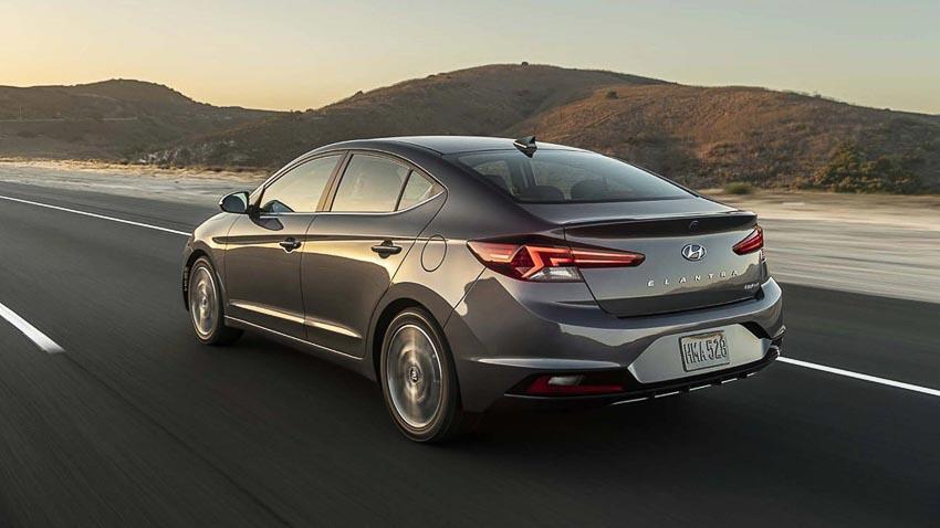 Hyundai-Elantra-2019-chot-gia-tu-17100-USD-3