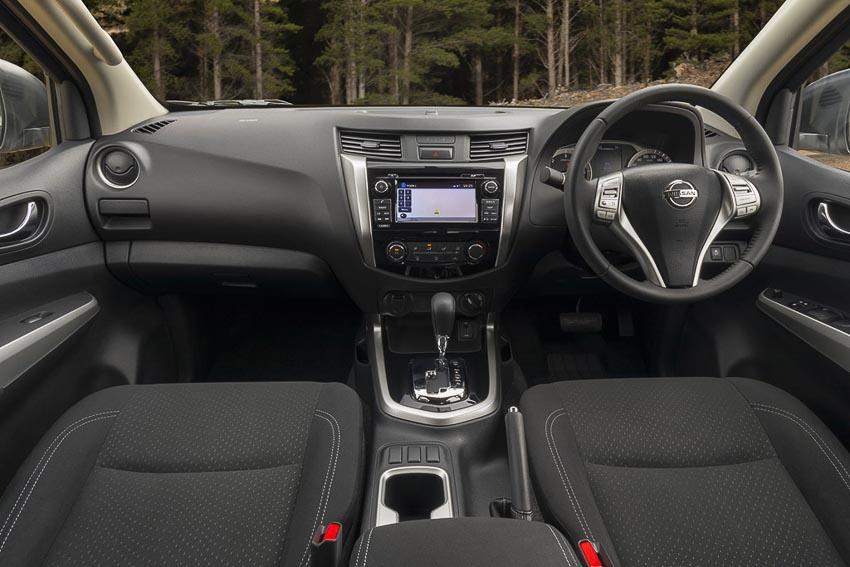 Nissan-Navara-bo-sung-2-phien-ban-gioi-han-Black-Edition-va-Silverline-Edition-4