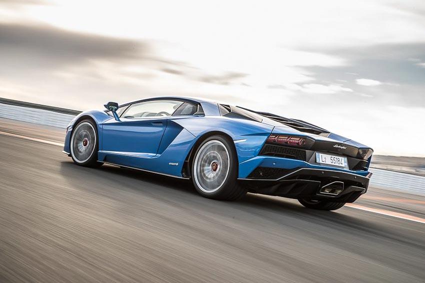 Porsche-se-tiep-quan-thuong-hieu-sieu-xe-Lamborghini