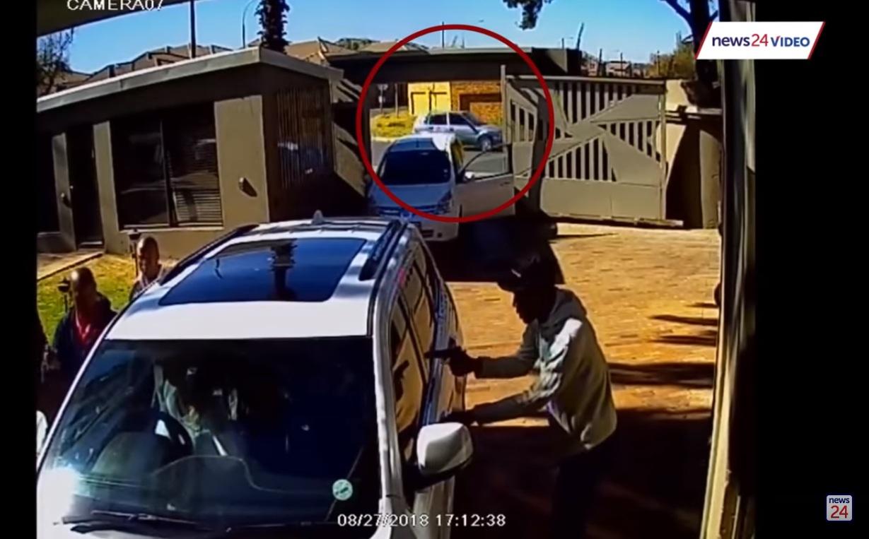 Thán phục cách xử lý băng cướp của bà mẹ trẻ với chiếc Jeepeta