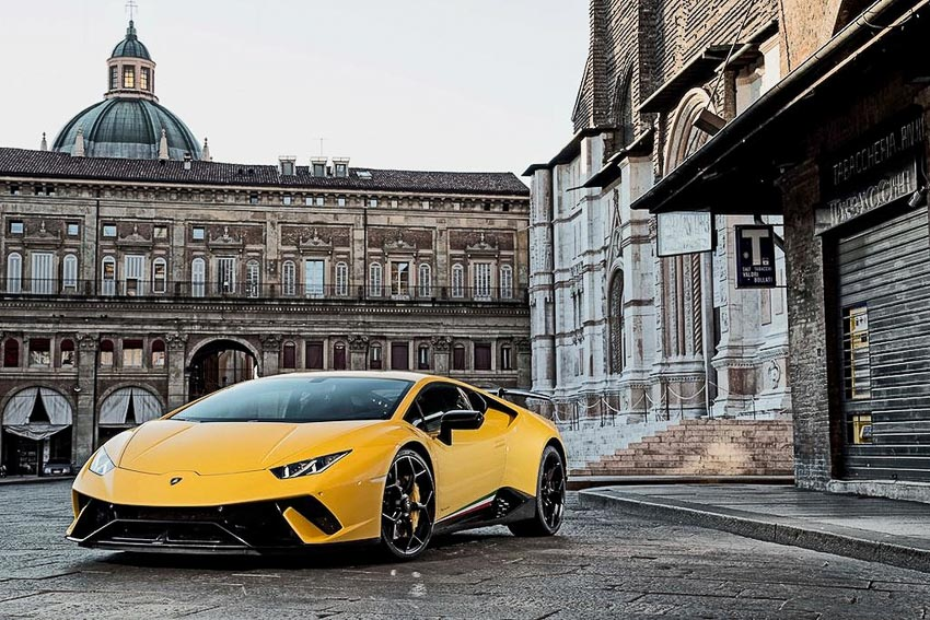 goi-uu-dai-khi-mua-xe-Lamborghini-Huracan-Performante
