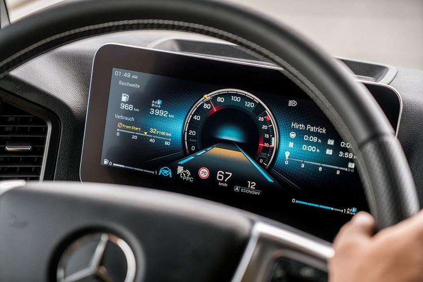 Mercedes-Benz trình làng xe đầu kéo Actros 2019, trang bị gương chiếu hậu camera, khả năng tự lái
