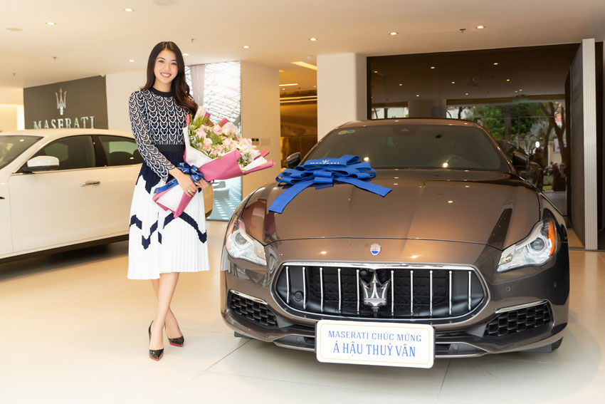 Á hậu Thúy Vân sắm Maserati Quattroporte