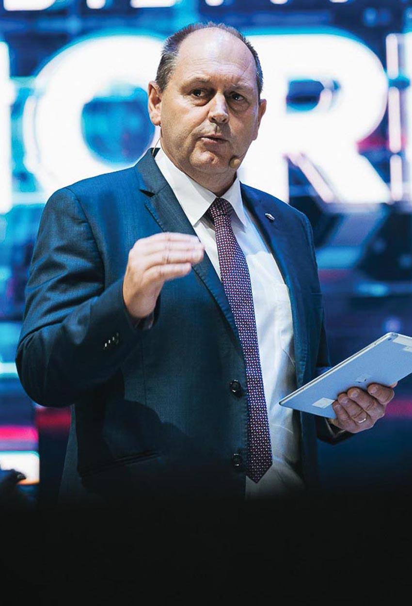 Ông Ian Nicholl – Chủ tịch GM Đông Nam Á