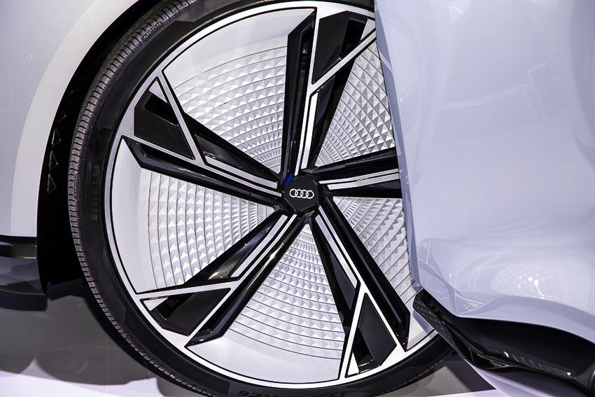 30-mau-xe-hang-dau-tai-Audi-Brand-Experience-2018-5