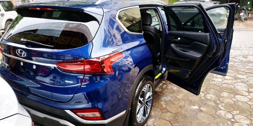 Hyundai-SantaFe-2019-xuat-hien-tai-Ha-Noi