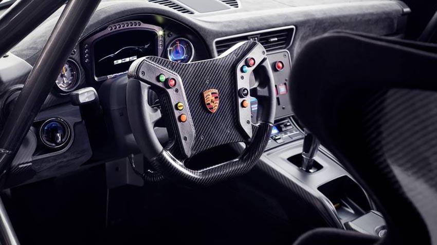 Porsche-van-giu-lai-nhung-bo-phan-truyen-thong-1