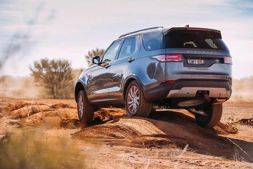 Range-Rover-Sport-tu-lai-tren-duong-pho-tai-Anh-quoc-4