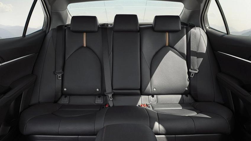 Toyota-Camry-hybrid-2019-tro-lai-thi-truong-Tay-Au-1