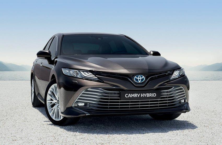 Toyota-Camry-hybrid-2019-tro-lai-thi-truong-Tay-Au-2
