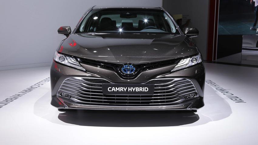 Toyota-Camry-hybrid-2019-tro-lai-thi-truong-Tay-Au-3