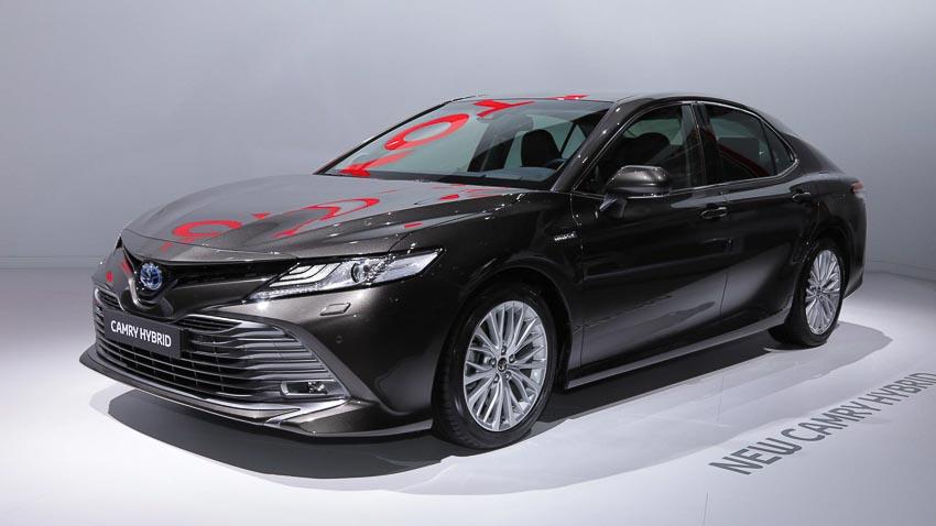 Toyota-Camry-hybrid-2019-tro-lai-thi-truong-Tay-Au-4