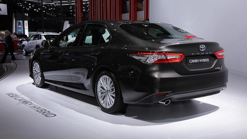 Toyota-Camry-hybrid-2019-tro-lai-thi-truong-Tay-Au-6
