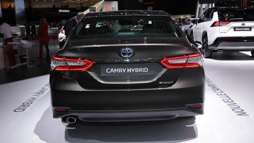 Toyota-Camry-hybrid-2019-tro-lai-thi-truong-Tay-Au-7