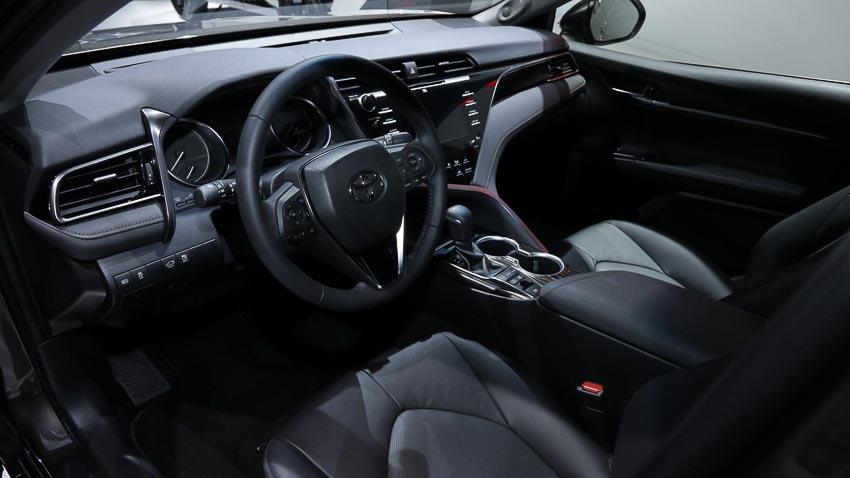 Toyota-Camry-hybrid-2019-tro-lai-thi-truong-Tay-Au-9